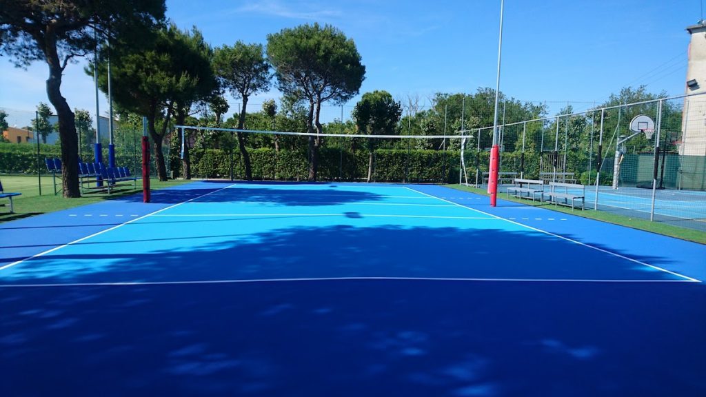 TENNIS SERVICE realizzazione e manutenzione campi da tennis in RESINA SINTETICA